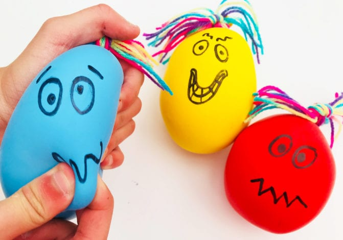 Fun kids crafts - balloon squish-monsters playing