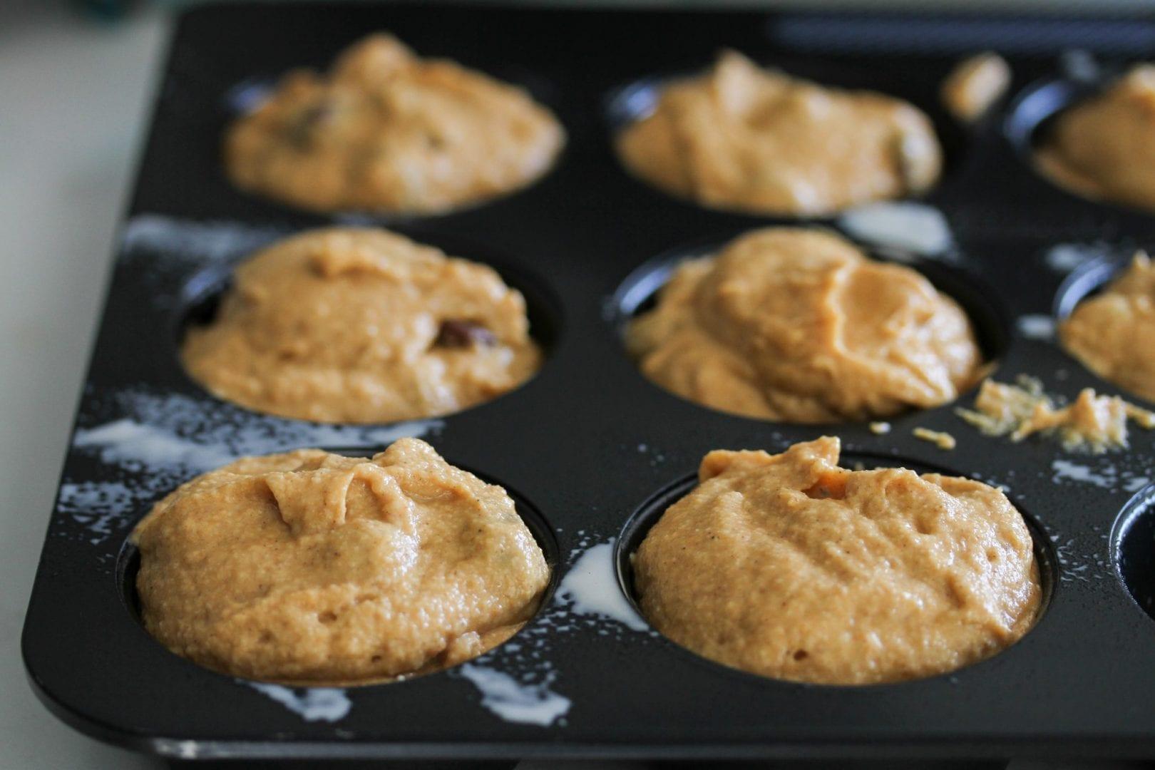 Pumpkin muffins - pumpkin and chocolate chip muffins - halloween recipes