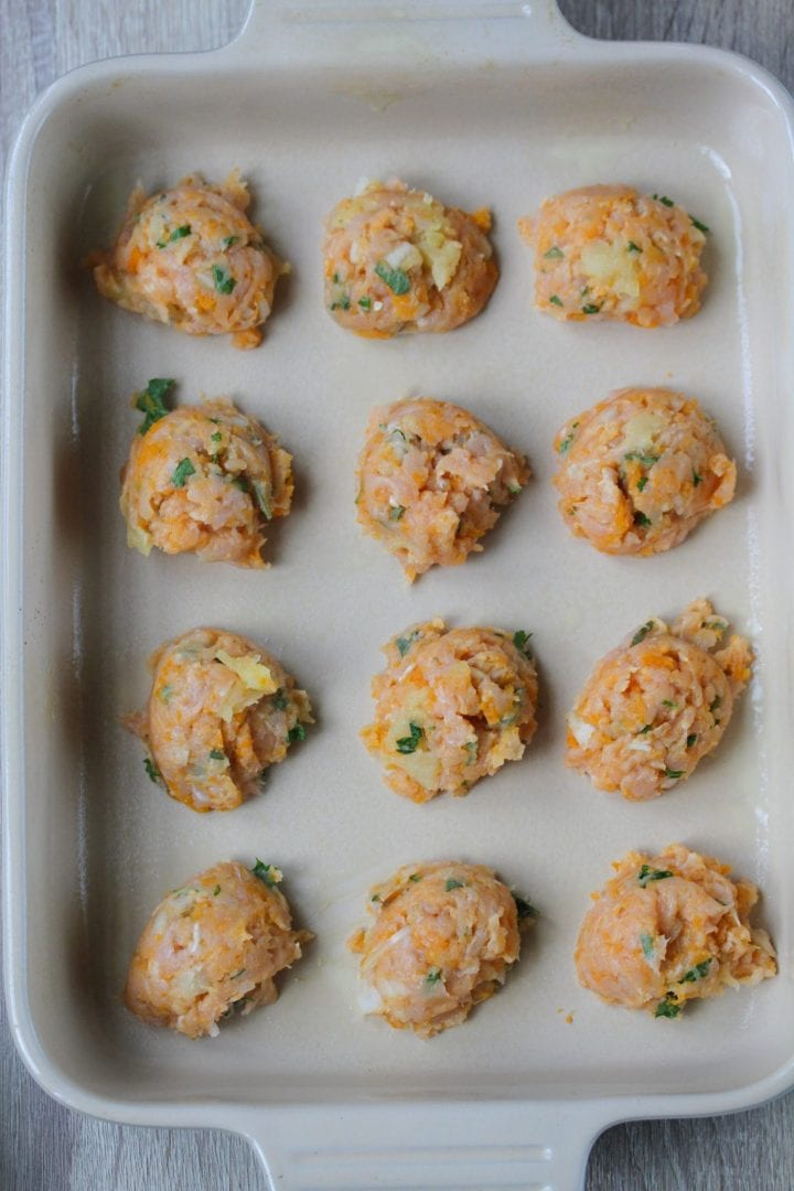 baby Christmas dinner - let your baby enjoy a Christmas dinner recipe as well by making these turkey meatballs