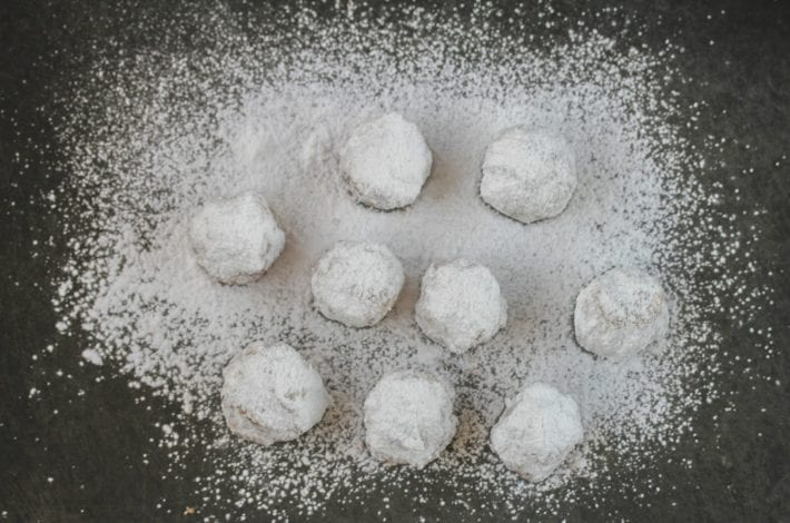 Almond shortbread snow balls - make these delicious kourabiedes a traditional Greek dessert
