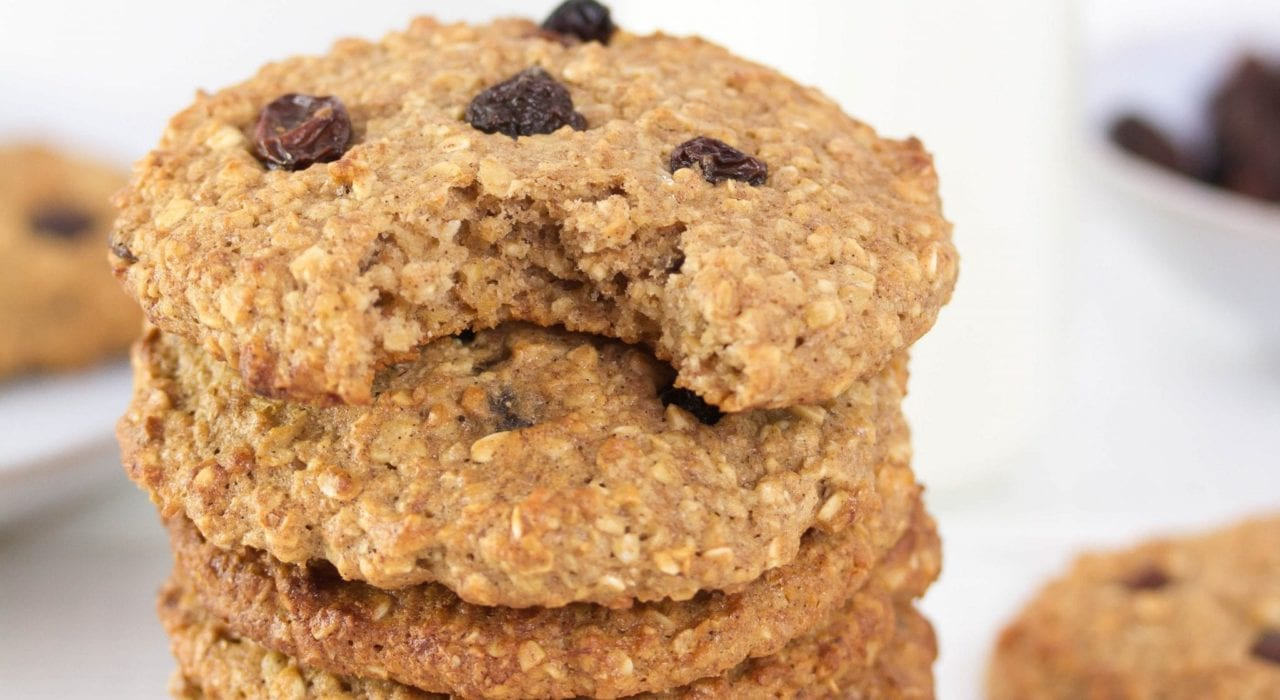 Banana oatmeal cookies - try these delicious gluten free cookies with banana oatmeal and raisins