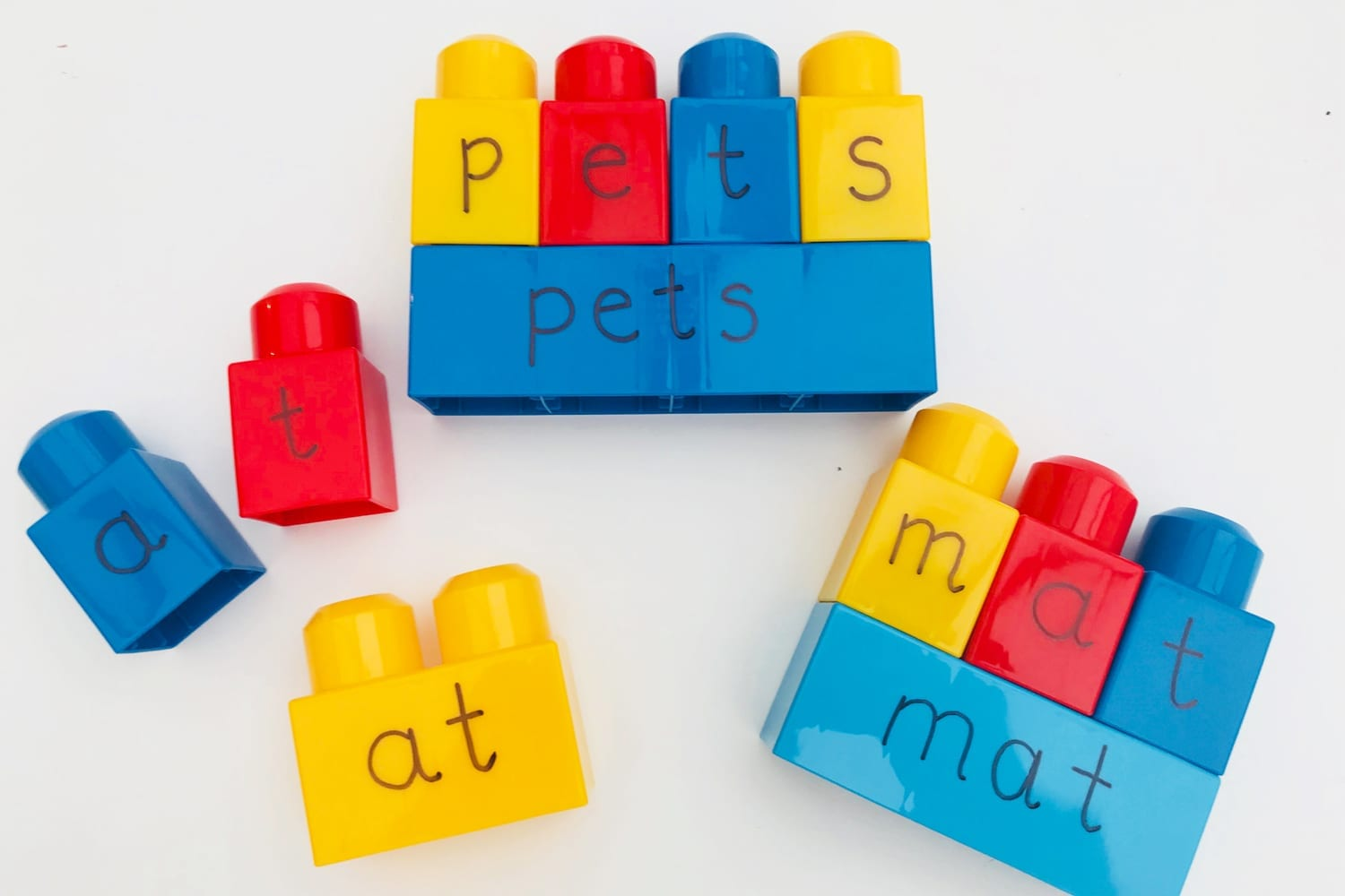 Spelling activities with building blocks | Learning Fun | Mas & Pas