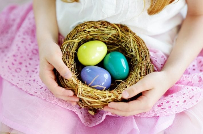 Indoor Easter egg hunts - Easter egg hunt clues - enjoy these free easter egg hunt clue printables
