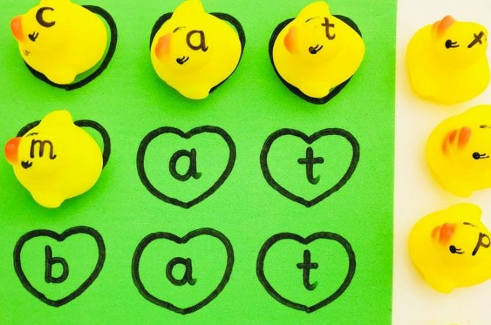 Rubber duck letters - a fun game to teach phonics for toddlers that you can even play at bathtime