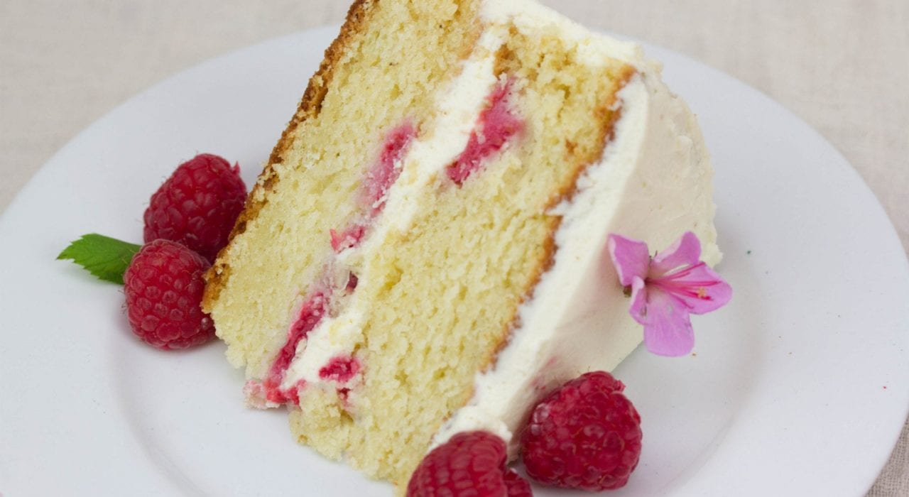 Summer raspberry cake - lemon and raspberry cake layers with a creamy topping #summerraspberrycake #raspberrycake #dessert #summerdessert #cake #summercakes