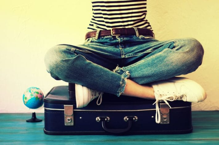 PACKING hacks for her - halve your suitcase with these smart packing hacks for her - together with pdf travel packing list