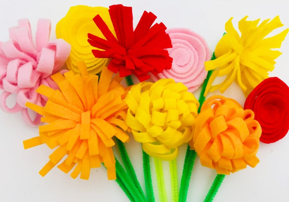 How to make easy diy felt flowers with this no-sew felt flowers craft for kids