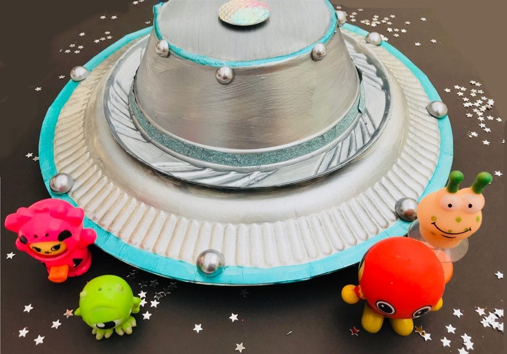 Alien spaceship craft - how to make a fabulous flying saucer out of a paper plate