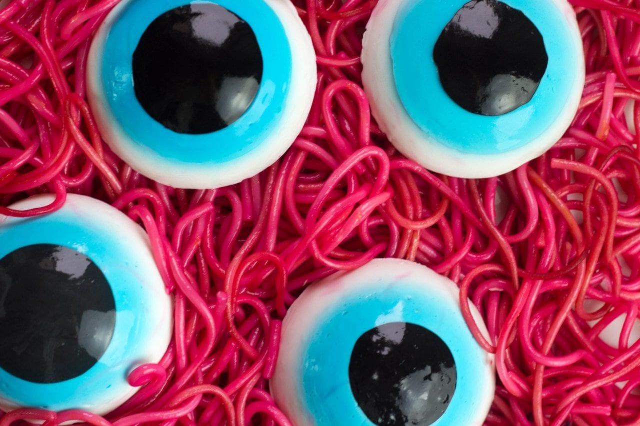 Giant edible Halloween eyeballs - make these edible eyeballs for Halloween party treats or just for fun