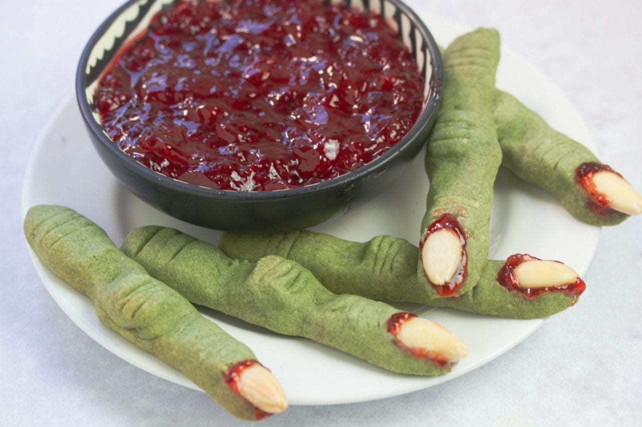 Witch finger cookies made naturally green by using the superfood spirulina - enjoy these Halloween treats