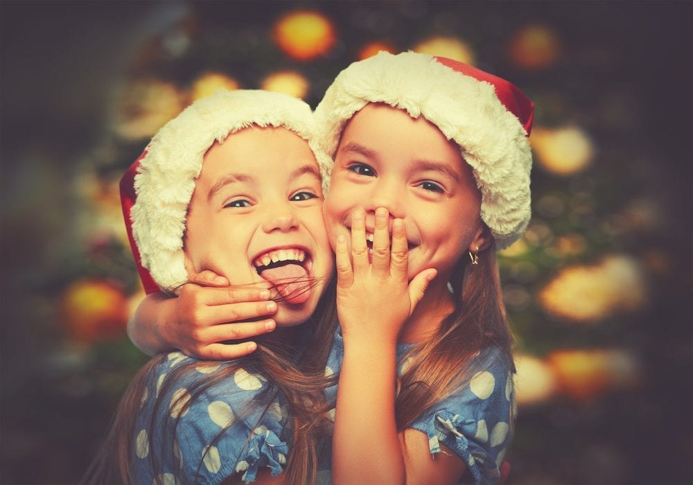 MAKE your own family Christmas bucket list with these 35 great ideas for family Christmas activities to enjoy with the kids this year