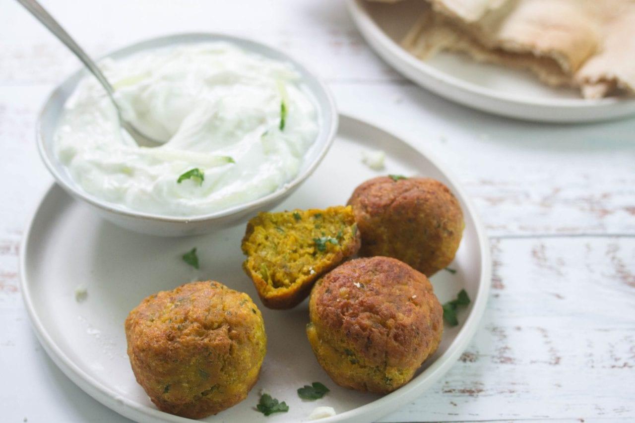 Tasty crispy Greek falafel recipe - the best falafel recipe full of healthy natural ingredients like chickpeas and fresh herbs