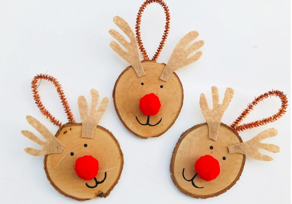 How to make wooden disc reindeer Christmas tree decorations. Try this wooden reindeer ornament as a fun festive craft to enjoy with the kids