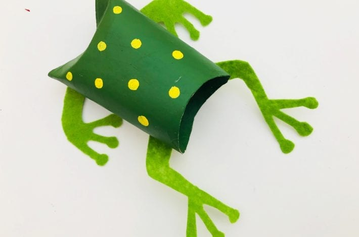 How to make speckled paper roll frogs with this fun frog craft for kids