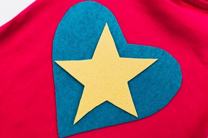 These no-sew superhero capes are genius. Make them as a fun kids craft at home for dressing up or school costumes. A great superhero t-shirt cape to make in minutes.