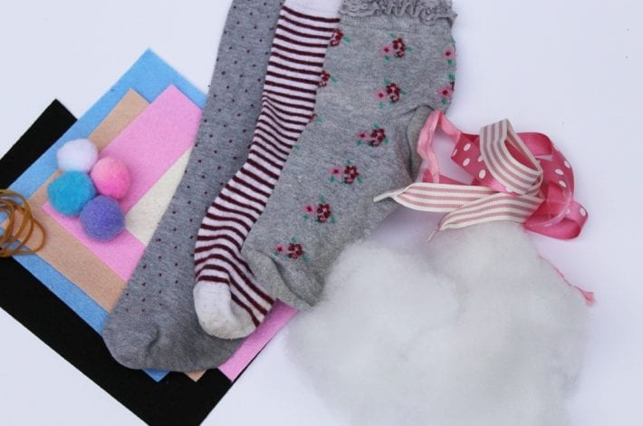 No Sew Sock Bunnies - Sock Animals - make easter bunny puppets using just socks and glue