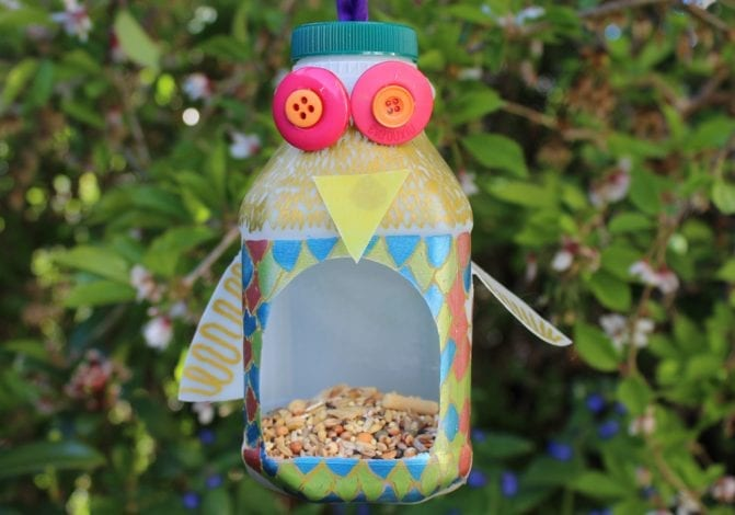3 easy DIY homemade hanging birdfeeders - make birdhouses at home to hang in the garden as a fun kids craft and activity