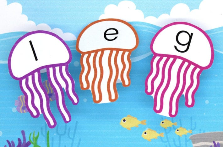 wobbly jellyfish blending activity - play this fun word blending game with free phonics printables